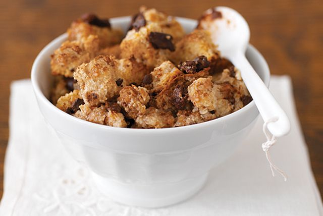 Chocolate cinnamon bread pudding,Sweetly seasonal and warmly comforting, this no-fuss bread pudding is remarkably 200 calories per serving.