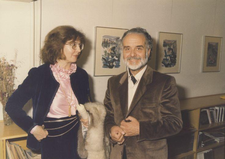 23/4/1987: Ο Στέλιος Μαυρομάτης με την Κλειώ Νάτση σε στιγμιότυπο από την έκθεση ζωγραφικής του