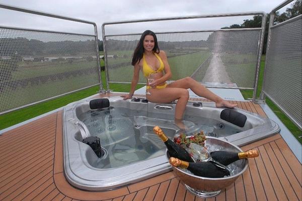 FUTURIA – Yacht on Wheels