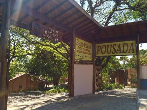 Pousada Recanto Passarela Aparecida Situated in Aparecida in the Sao Paulo State Region, 1.8 km from Ex-Magic Park, Pousada Recanto Passarela boasts an outdoor pool, children's playground and terrace.  Each room at this guest house is air conditioned and is fitted with a flat-screen...