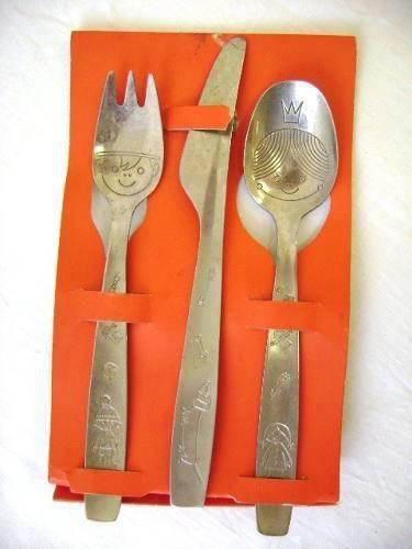 ainda tenho guardado o garfo e a faca da minha filhota q hoje tem 22 aninhos