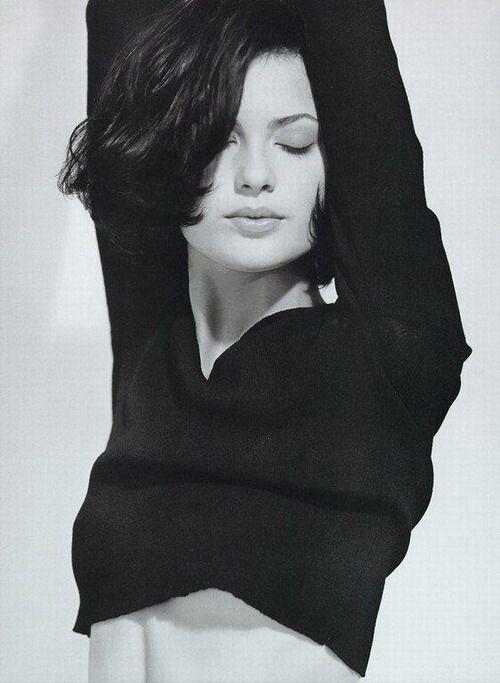 "Model is both a ""Beauty Maven"" & ""En Vogue"""
