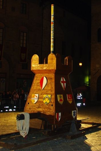 Palio del Cero in #Volterra - Competition among the contrada of Volterra