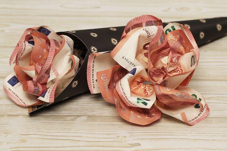 Du möchtest für eine Hochzeit, einen Geburtstag oder eine Taufe Geldgeschenke basteln? Im Video erfährst du, wie du Geldscheine zu Rosen faltest.