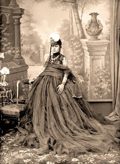Dress and jewelry of the Ranas of Nepal