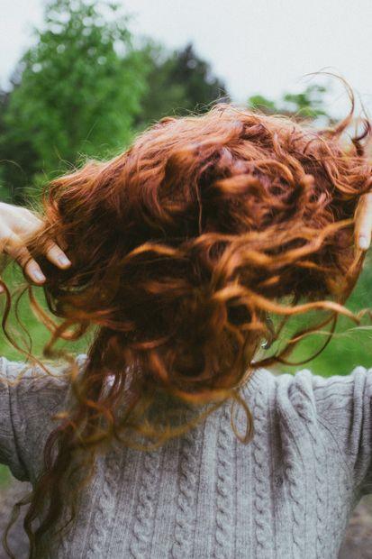 ხეები ტბაში red hair