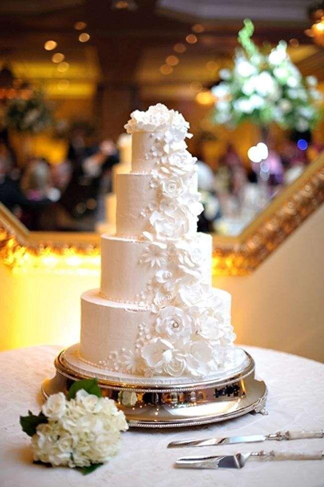 Torte nuziali bianche - Torta bianca con fiori