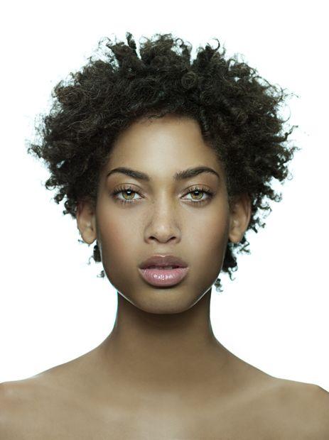 Belle femme métisse aux magnifiques yeux verts #chocomeet @BenDeChocomeet #team237 chocomeet.com #RencontreAfricaine @chocomeet #Afrique