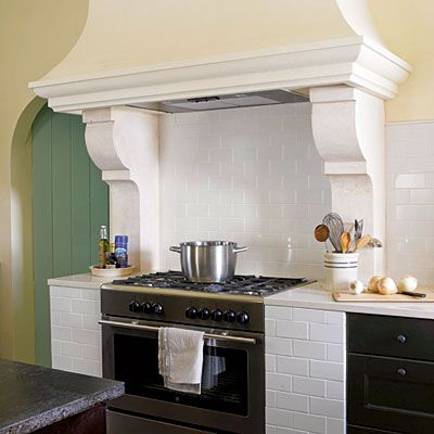 I love this venthood over the stove, makes it look like it used to be a hearth.