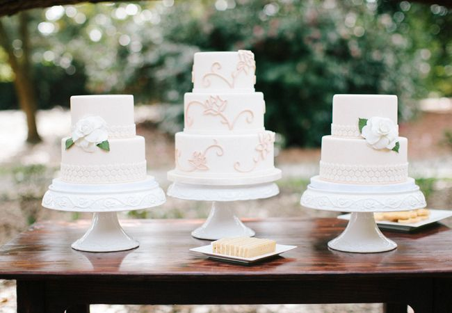 multiple wedding cakes 25 best ideas about wedding cakes on 17657