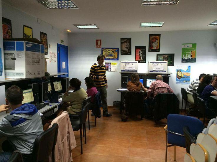 Dando clases de redes a un grupo fantástico en la Adl de los Corrales de Buelna #socialsdr