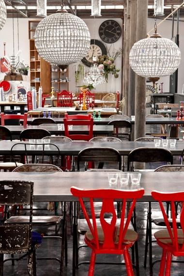 1300 Taberna, Rua Rodrigues Faria, Lisboa © Sancha Trindade e Tiago de Paula Carvalho. http://www.vogue.xl.pt/lifestyle/sa%C3%ADda-de-emerg%C3%AAncia/1269-na-senda-da-cidade-perfeita.html#