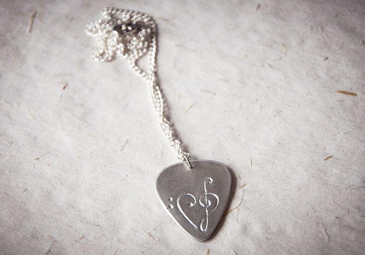 Collana con plettro con cuore di chiavi musicali di Gioielli fatti a mano da SilviaWithLove - prodotti unici e personalizzati  su DaWanda.com