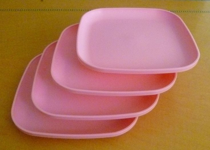 Tupperware Free Ship New 4 Dishes Square Classic Plates Raised Edges Pink Color #Tupperware