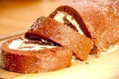 Kakaoroulade er meget hurtig at bage, og det er samtidig en nem opskrift. Her er kakaorouladen fyldt med en flødeskum med vanilje. Kakaoroulade er en populær kage, der da også smager virkelig godt. Som alle andre roulader