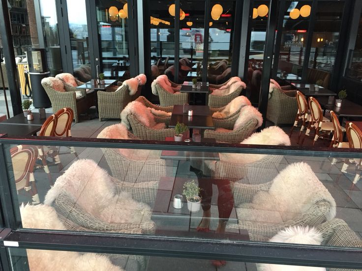 Oslo restaurants on Aker Brygge all have sheepskins and blankets + warmers or fire pits.