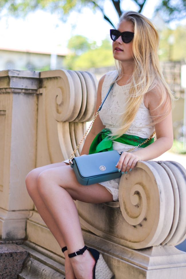 My favorite #hermes #scarf tied like a belt (you guys know I love this look!) #fashion #style