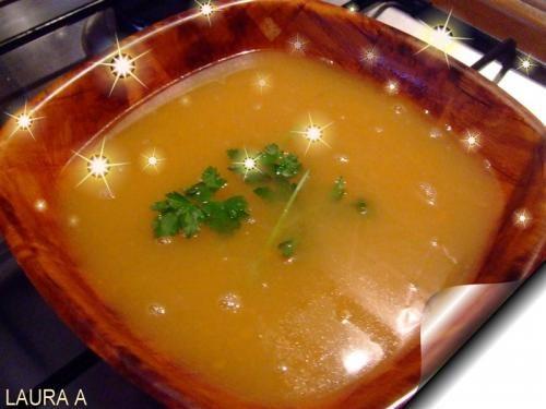 O supa-crema delicioasa si simplu de facut cu dovlecei si morcovi. Reteta pentru incepatori. Reteta de supa de legume pasate cu crutoane.