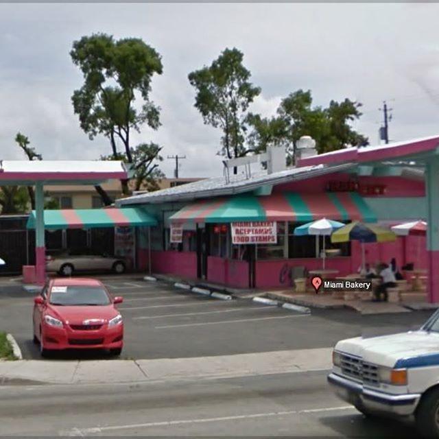 #Allapattah: viajar a #SantoDomingo sin salir de #Miami #Barrio #Negocios #panaderia #compras #cultura  https://adriboschmagazine.wordpress.com/2017/05/04/allapattah-viajar-a-santo-domingo-sin-salir-de-miami/