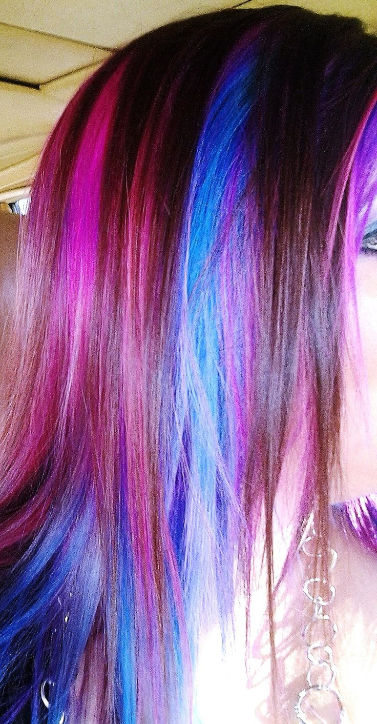 Colorful hair, with shades of pink, purple, and blue (I so often wonder where these people work! I want a job like theirs :D)