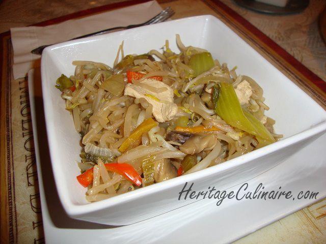Voici ma recette actualisé de chop suey au poulet avec fèves germées, bok choy et plein de légumes frais. #chop suey #bok choy #poulet