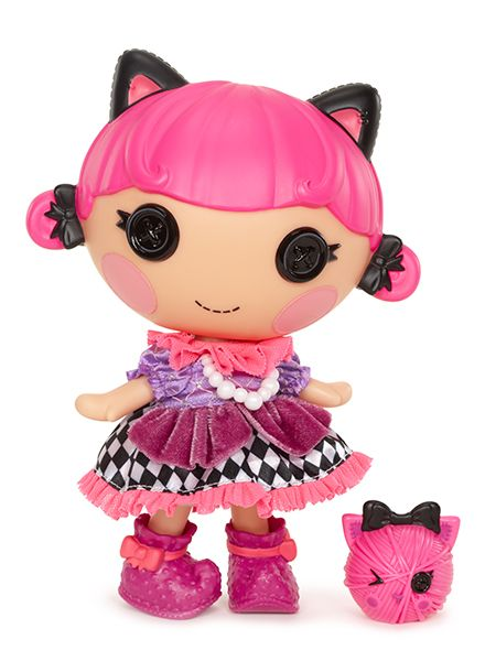 Lalaloopsy Littles™ doll Streamers Carnivale™ was sewn from a masked ball gown. She's super girly and loves to play dress up… especially with her pet kitty! Sometimes she pretends she's dancing at a grand ball.