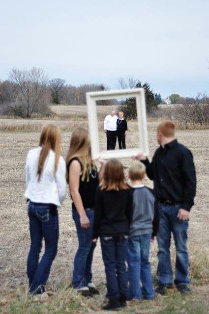 Cute Idea For Potrait Of Grandparents With Grandchildren