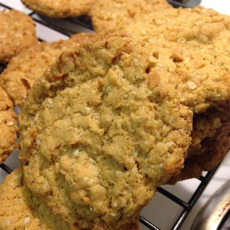 "Anzac Biscuits I | ""Traditional recipe from Australia and New Zealand. Associated with the joint public holiday (ANZAC Day) to commemorate the Gallipoli landings during WW1."""