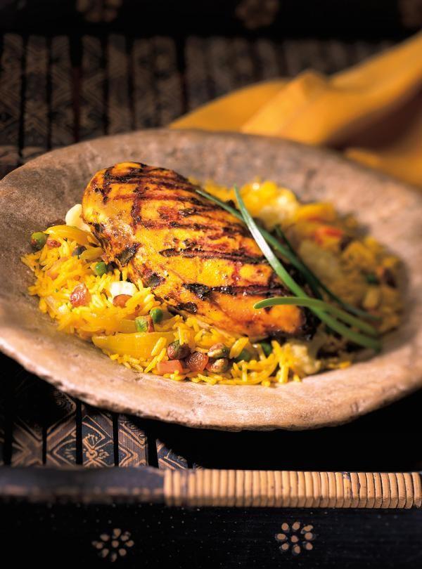 Recette de Ricardo de poulet tandoori de l'Inde. Ce poulet mariné dans un yogourt épicé de façon indienne est un excellent repas à servir en toute occasion.