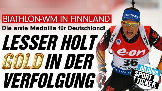 Der zweimalige Olympia-2. Erik Lesser(26) hat den dt. Biathleten im Verfolgungsrennen der WM in Kontiolahti mit seinem 1. Sieg überhaupt die ersehnte 1. Goldmedaille beschert.Er zeigte über 12,5 km einer tadellose Leistung+setzte sich klar vor d.Schipulin+Bö durch.Trat damit i.d.Fußstapfen v.RiccoGroß,der 2004 bei der Heim-WM in Oberhof zuletzt Verfolgungs-Gold für DE gewonnen hatte http://www.bild.de/sport/bildlive/sport-tag-im-ticker/sport-tag-im-live-ticker-39106330.bild.html