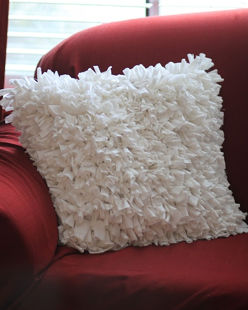 the winthrop chronicles: {guest post} shag pillow tutorial