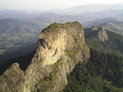 Grande centro de escalada em rocha de São Paulo e local de incrível beleza. Trata-se de uma folha de rocha com 350 metros de proeminência, 500 metros de base e apenas 40 metros de largura. O cume está à 1.905m de altitude.Imagem