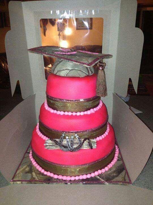 Camo and pink graduation cake