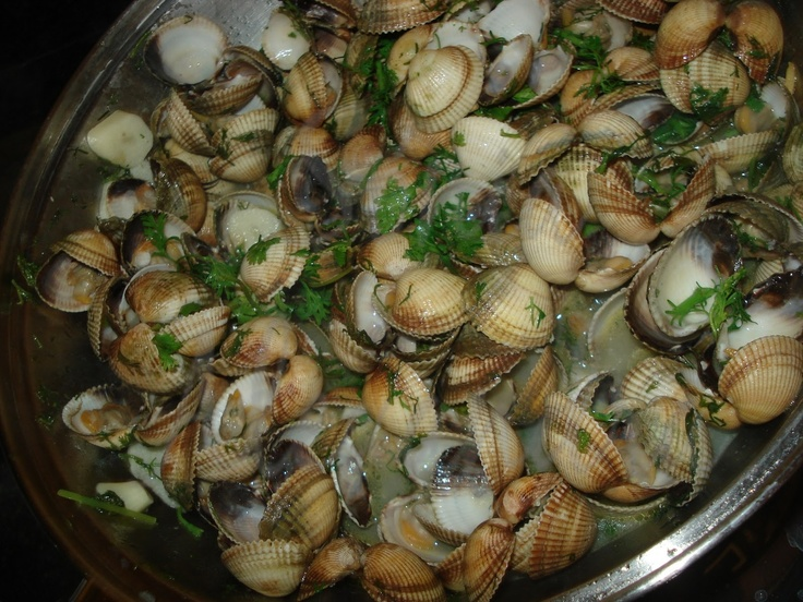 And yet, another kind of clams! Portuguese recipe... yummy as always!