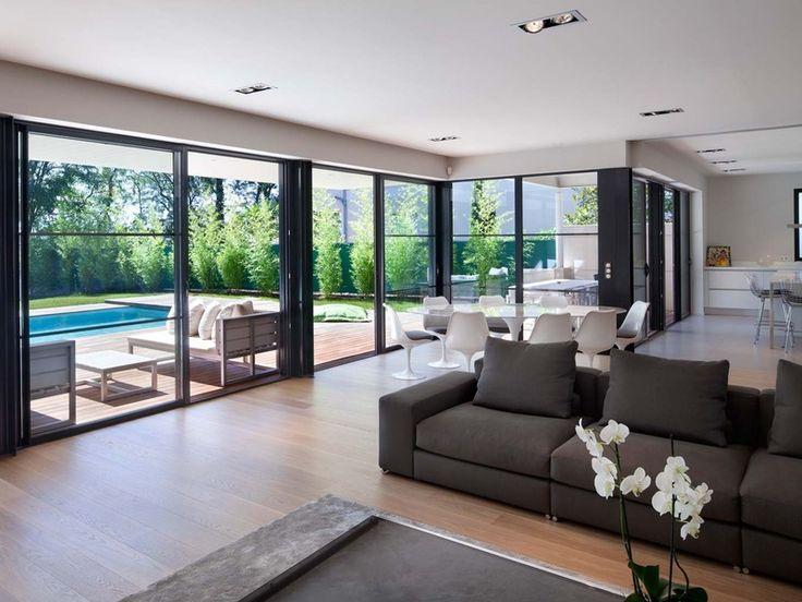 Un concepto arquitectónico vanguardista abierto, conectado y en sintonía con el hábitat natural ha dado como resultado esta villa contemporánea.