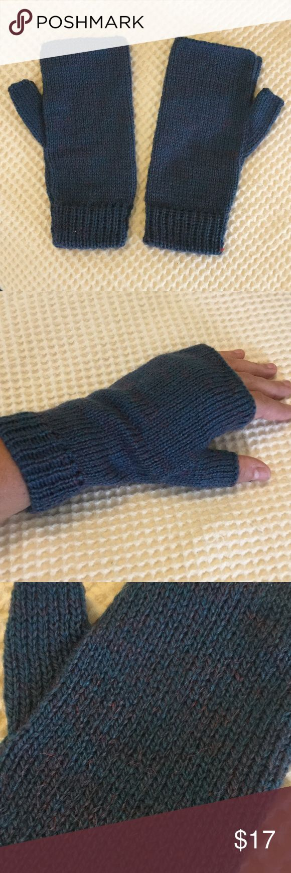 New! Alpaca fingerless gloves Direct from Latin America, these gloves don't have tags. I am calling them medium because that's what I usually use in gloves. A dusty blue with purple speckling. Tried to capture that in the last photo. Gloves cover the wrist (which is where the wind usually gets me!). Never worn. Accessories Gloves & Mittens