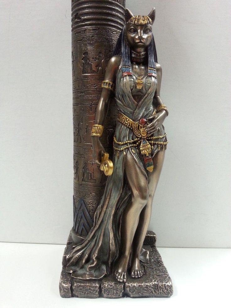 """Египетская Бастет кошка богиня Опираясь на Свеча Колонный Статуя # WU76698A4 Ручной росписью, Тяжелые, Тонкие пастельных тонах и Бронзовый Смола ручной отполированной отделкой Основание: 3 """"х 3,25"""" х 11 """" Основание: 7,62 х 8,89 см х 27,94 см см высотой Он может вместить большую свечу около 1 3/4 дюймов в диаметре (4,44 см диаметром) или просто быть Бастет, прислонившись древнего столбчатой структуры."""