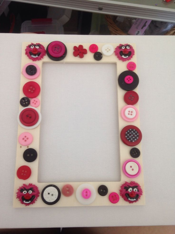 Button frames animal