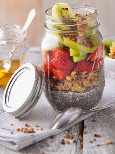 Lunch im Glas - Chia-Knusper-Pudding mit Früchten