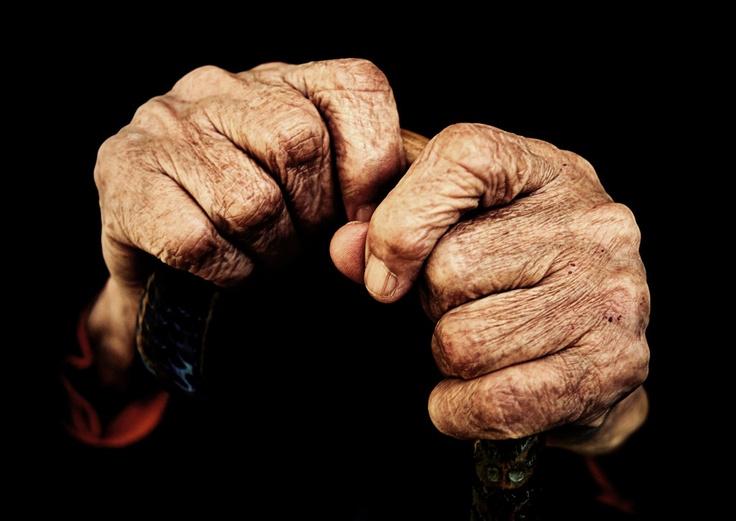 Dedemin Halası Elif'in elleri.