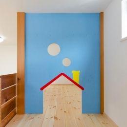 『志和堀の家』スキップフロアのある家の部屋 子供部屋のロフトは遊び場に