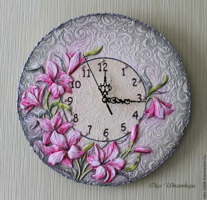 """Handmade clock #art #design #decor / Настенные часы """"Лилии"""" с объемным декором — работа дня на Ярмарке Мастеров. Узнать цену и купить: http://www.livemaster.ru/uko-2008"""