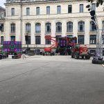 Le #bal des #pompiers de #Vannes vous accueille demain dans la cour du collège Jules Simon. Le montage continue #Morbihan #Bretagne #picturepic.twitter.com/0j5SPVKTov