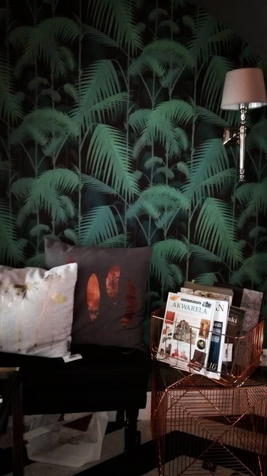 Egzotyczne liście we wnętrzach to według ELLE DECORATION trend, który zdominuje nasze mieszkania! Nas też bardzo kręci zieleń egzotycznych liści, dzięki której codziennie jesteśmy naładowani pozytywną energią!  Zapraszamy do DeCandia Design po tę i wiele innych inspiracji!