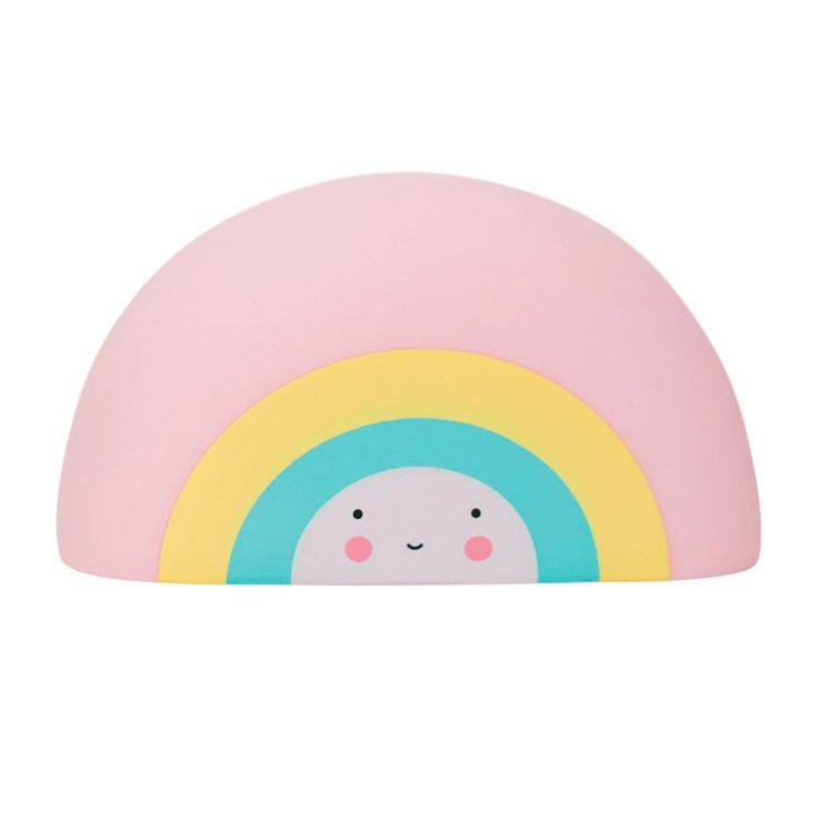Juguete con forma de arcoíris para acompañar los baños de los más pequeños. Además, se puede usar como elemento decorativo para la habitación de los niños. Cuenta con un diseño muydulce e infantil,es de colores pastel, textura suave y forma redondeada. Está fabricado en plástico resistente de excelente calidad.