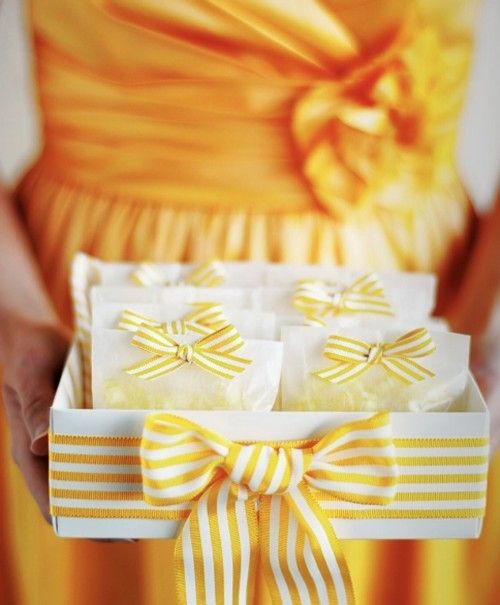 yellow: Party Favors, Ribbons Bows, Yellow Stripes, Weddings Favors, Yellow Ribbons, Favors Idea, Weddings Photo, Unique Weddings, Weddings Idea