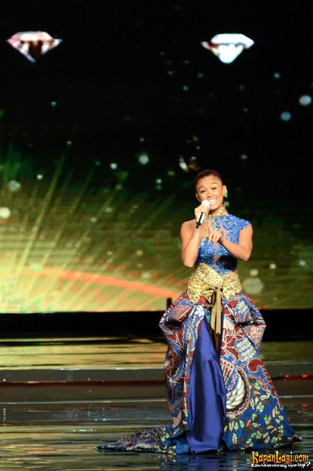 Panasonic Gobel Awards 2014 Performance #AGNEZMO #PGA2014 #AGNEZMOCokeBottle @Aggie Zhang MO
