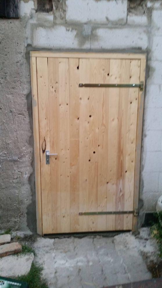 Holztür mit Rahmen für's Stallgebäude Bauanleitung zum