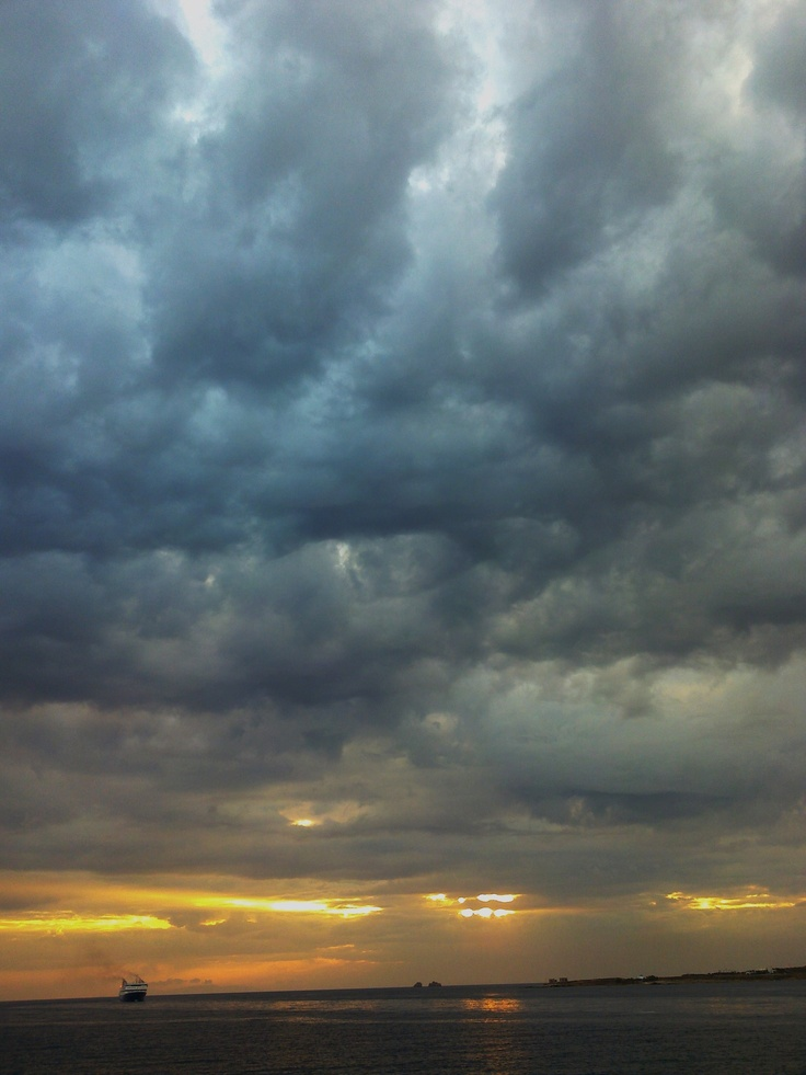 stormy Paroikia!
