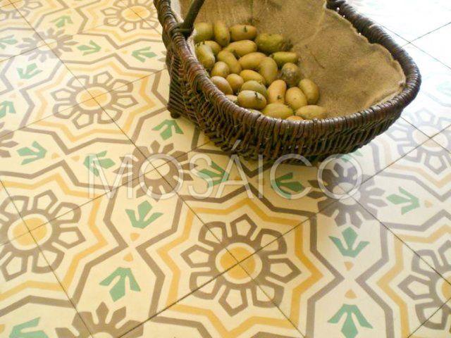 In der Fotogalerie Küche finden Sie passenden Beispiele und Inspiration zum Verlegen von Zementfliesen für Ihr eigenes Projekt. Jetzt anschauen ➨